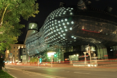 Kunsthaus Graz at night. William via Flickr.com, CC BY-ND 2.0