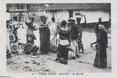 Congo belge. Matadi. Au Marché. collection G.P., ca. 1905. Onbekende auteur via Wikimedia Commons, publiek domein.