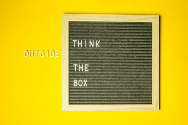 Think outside the box. Foto: Diana Parkhouse via Unsplash