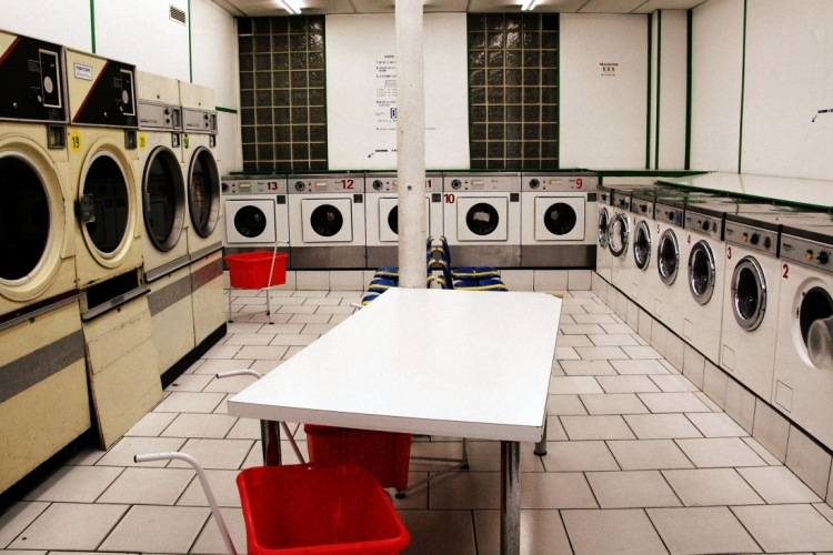 Laundry in Paris. LWY via Wikimedia Commons. CC BY 2.0