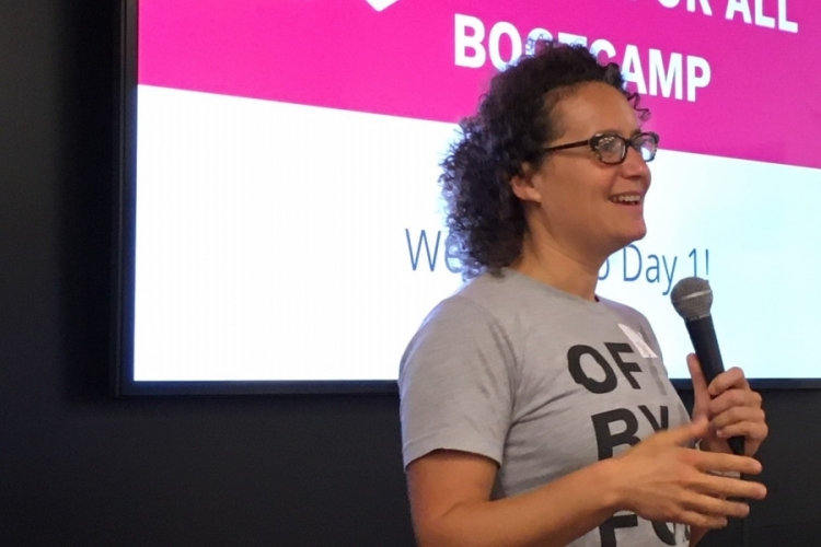 Foto: Nina Simon start het bootcamp OF/BY/FOR ALL op in de Koninklijke Bibliotheek Den Haag, 14-15 oktober 2019 (c) FARO
