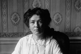 Christabel Harriette Pankhurst (1880-1958), medestichtster WSPU een een van de meest bekende Britse vrouwenactivisten of suffragettes. Agence de presse Meurisse. Bibliothèque nationale de France via Wikimedia Commons, publiek domein.